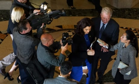 Mellie and the Media - Scandal Season 5 Episode 4