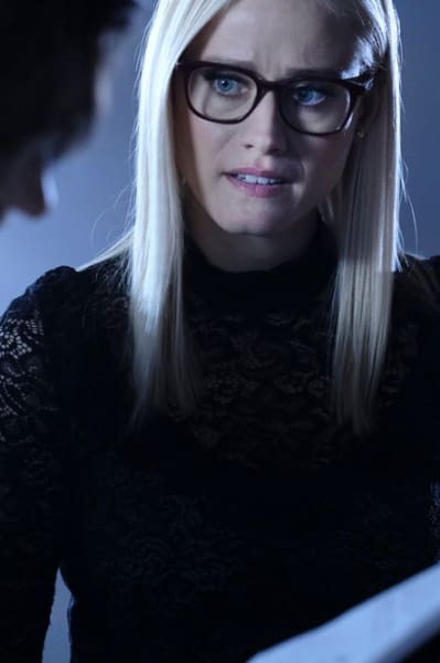 Alice Looks Concerned - The Magicians Season 4 Episode 11