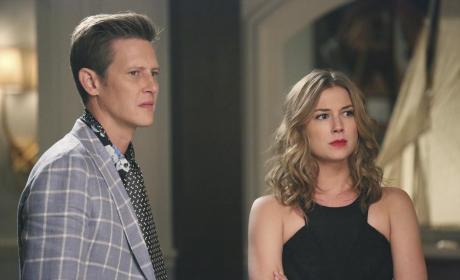 Emily Helps Nolan - Revenge Season 4 Episode 12