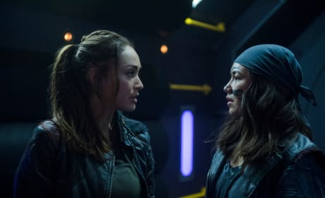 Raven and Emori Best Friends In Space - The 100 Season 5 Episode 3