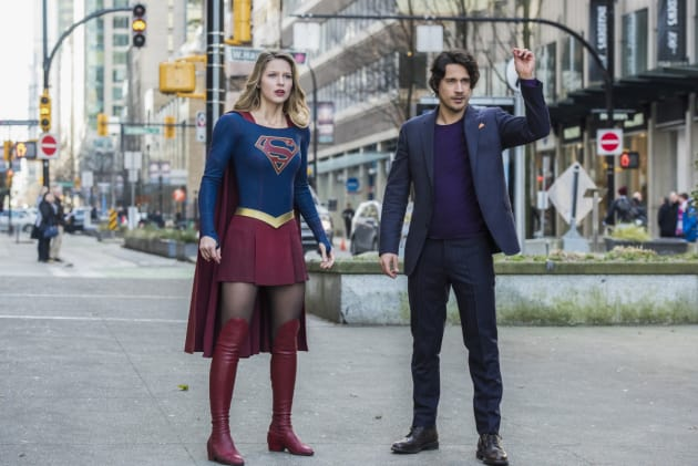 Looking Shocked - Supergirl Season 2 Episode 13