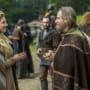 Ecbert Hands Lagertha Soil - Vikings Season 3 Episode 2