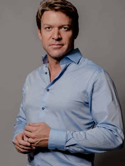 Matt Passmore as Mark on Family Pictures