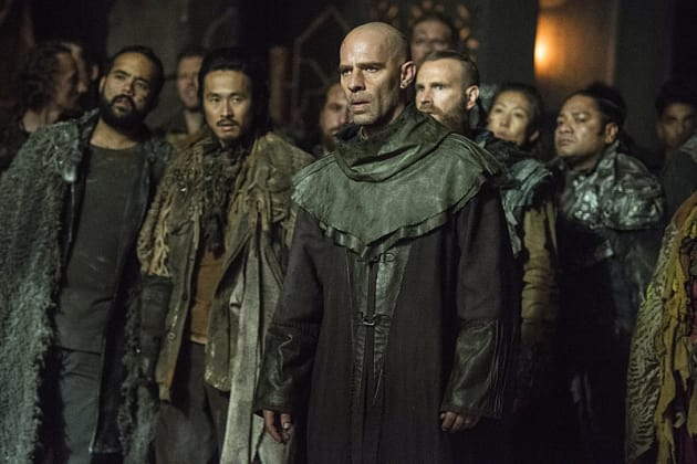 Looking Uncomfortable - The 100 Season 3 Episode 9