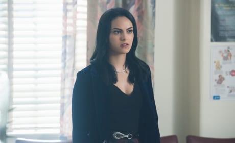 Concerned Girlfriend - Riverdale Season 2 Episode 1