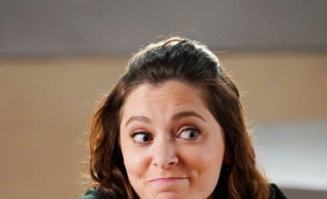 Rebecca Helping Out - Crazy Ex-Girlfriend Season 4 Episode 7