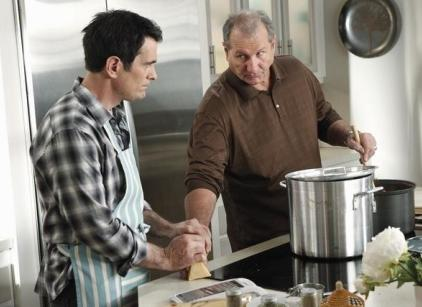 Watch Modern Family Season 2 Episode 21 Online