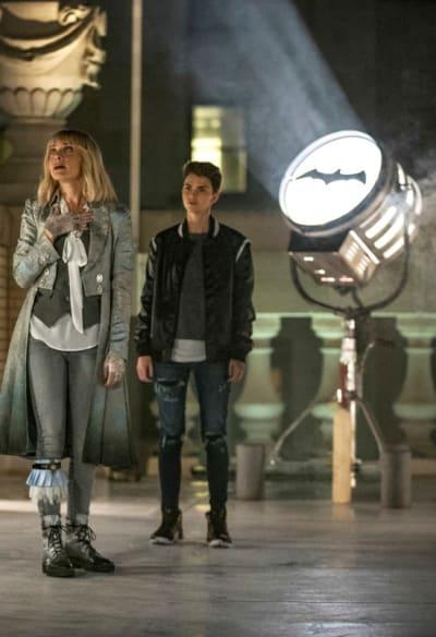 Voila - It's the Bat Signal - Batwoman Season 1 Episode 4