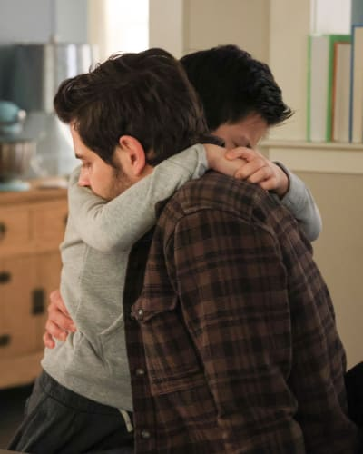 Hugs for Dad  - A Million Little Things Season 3 Episode 9