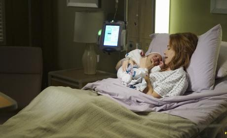 Mother And Daughter - Grey's Anatomy Season 13 Episode 1