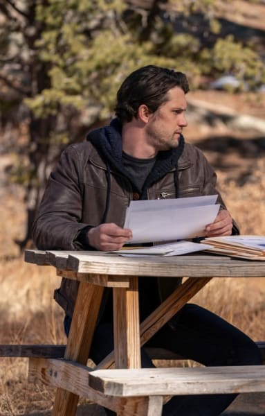 Going Over Things - Roswell, New Mexico Season 3 Episode 9