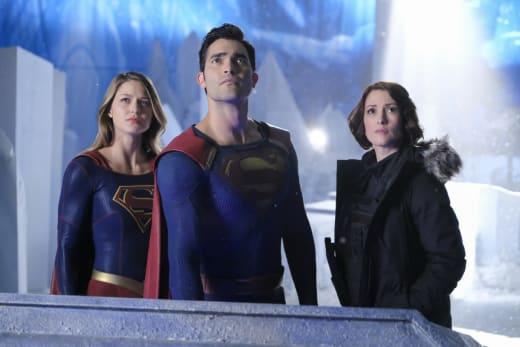 Super Team Up - Supergirl Season 2 Episode 22
