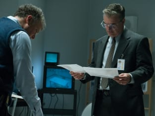 Looking Over Evidence - Manhunt: UNABOMBER