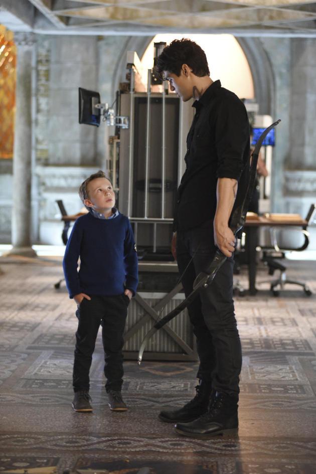 Look Kid Shadowhunters Season 1 Episode 8 Tv Fanatic
