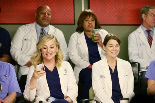 Surgeons as Fans - Grey's Anatomy
