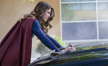 Super Strength - Supergirl Season 2 Episode 2