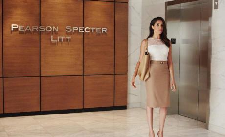 Rachel at the Elevators - Suits Season 5 Episode 10