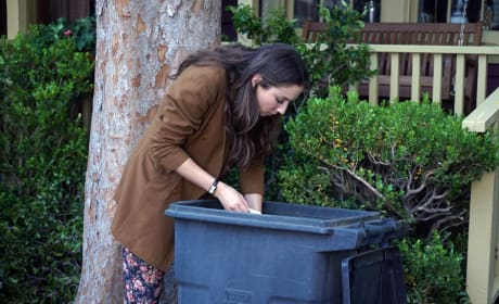 Dumpster Diving - Pretty Little Liars Season 6 Episode 4
