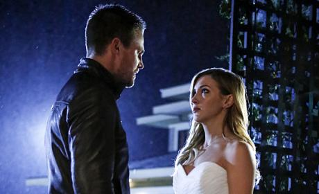 Oliver & His Bride - Arrow Season 5 Episode 8