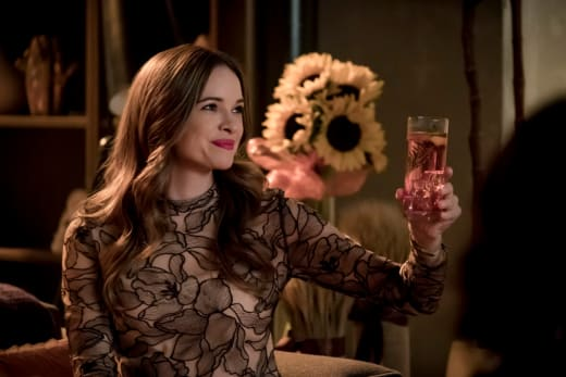 Caitlin says Cheers - The Flash Season 5 Episode 7