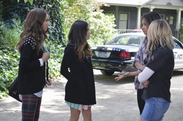 The Police Are Here! - Pretty Little Liars Season 5 Episode 10