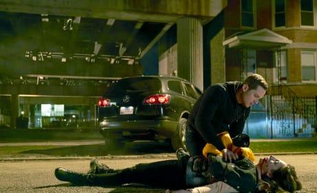 Jay Finds a Gunshot Victim - Chicago PD Season 5 Episode 10