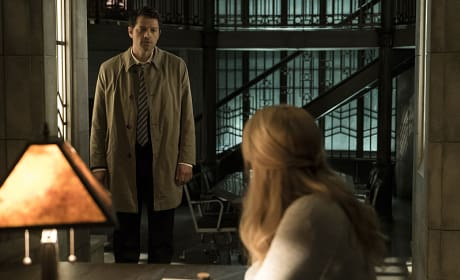 Castiel finds Mary for a chat - Supernatural Season 12 Episode 3
