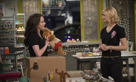 A Precious Gift - 2 Broke Girls