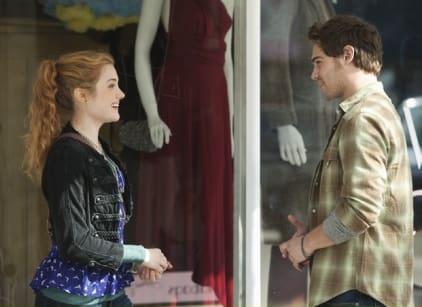 Watch The Nine Lives of Chloe King Season 1 Episode 1 Online