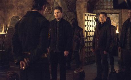 Standing Before the Head - Arrow Season 3 Episode 20