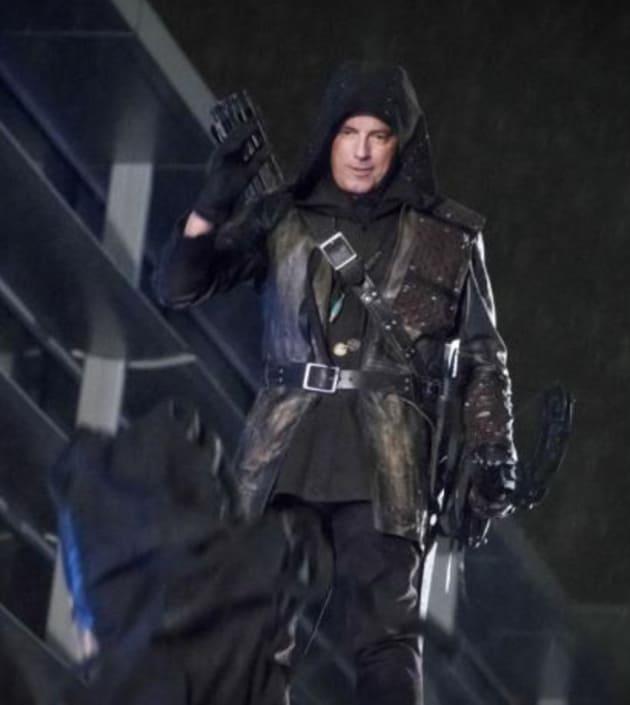 Malcolm Is Back! - Arrow Season 5 Episode 22