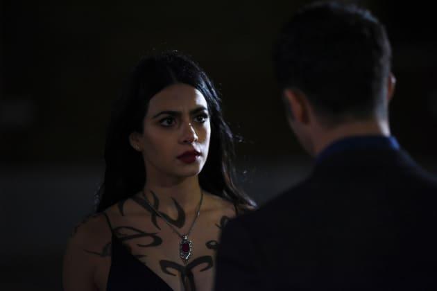 A Vampire's Warning - Shadowhunters Season 2 Episode 8