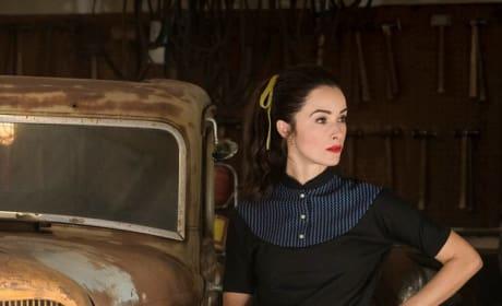 Fifties Fashion - Timeless Season 2 Episode 2