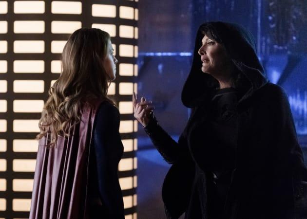 Helping? - Supergirl Season 3 Episode 11