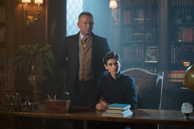Obedient Servant - Gotham Season 3 Episode 13