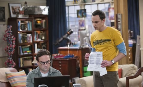 Sneaking a Peek - The Big Bang Theory Season 8 Episode 18