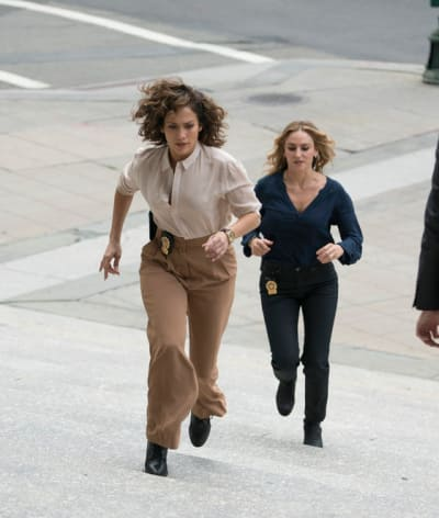 Harlee and Tess On the Run - Shades of Blue Season 2 Episode 6