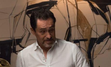 Santiago makes an announcement - Grand Hotel Season 1 Episode 2