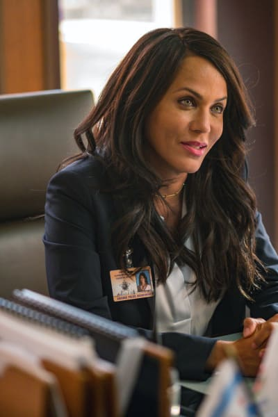 New Lady in Town - Chicago PD Season 8 Episode 1