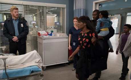 Family Rushes In - Grey's Anatomy Season 14 Episode 10