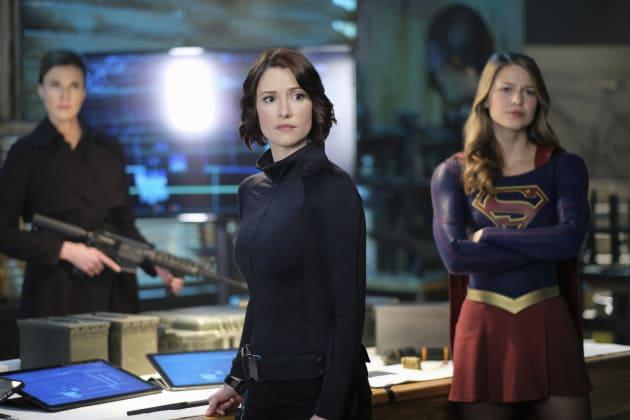 Preparing for Battle - Supergirl Season 2 Episode 21