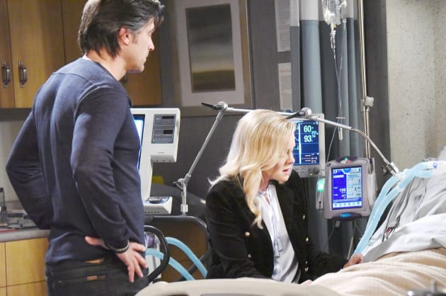 Belle's Agonizing Decision - Days of Our Lives