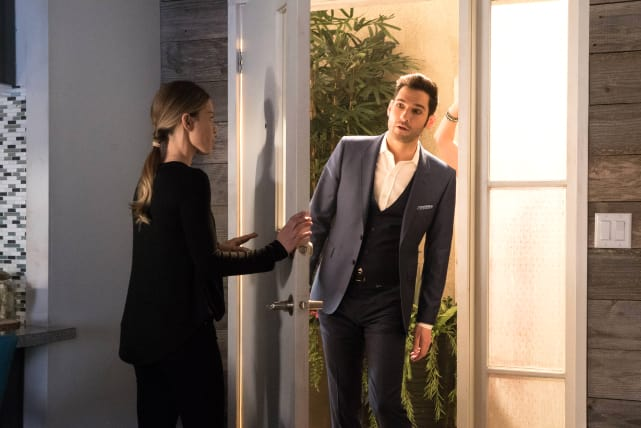 Knock, Knock - Lucifer Season 2 Episode 14