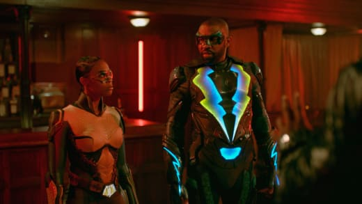 Teamwork Tension - Black Lightning Season 2 Episode 8