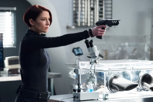 I Have a Gun! - Supergirl Season 3 Episode 16