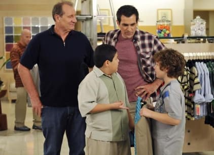 Watch Modern Family Season 2 Episode 10 Online
