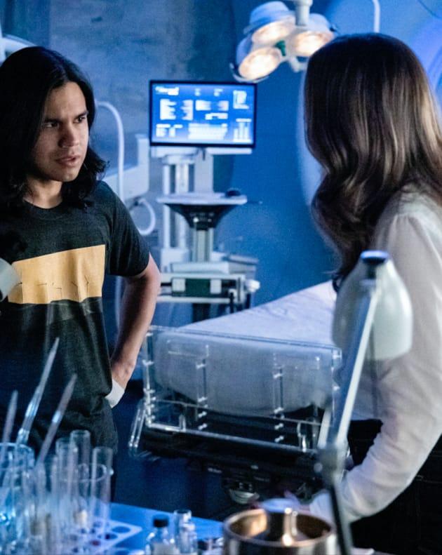 Caitlin and Cisco Debate - The Flash Season 5 Episode 10