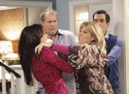 Watch Modern Family Season 1 Episode 4 Online