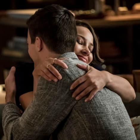 Dad and Daughter Hug - The Flash Season 5 Episode 7