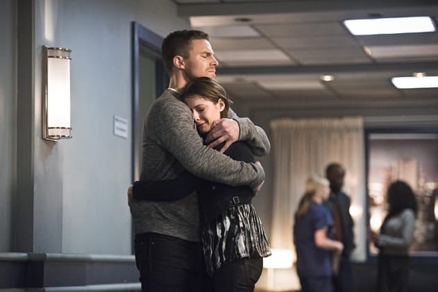 Hugs - Arrow Season 4 Episode 19